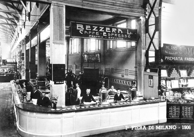 Na milánské mezinárodní výstavě v roce 1906.